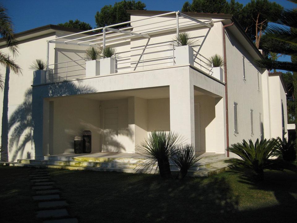 Cool villetta moderna con giardino with villetta moderna for Villetta moderna progetto